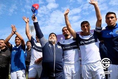 Maradona dice adiós a Gimnasia y Esgrima La Plata