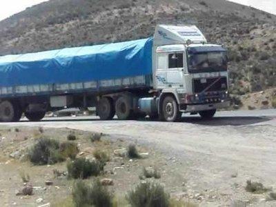 Camioneros paraguayos deben permanecer en Bolivia