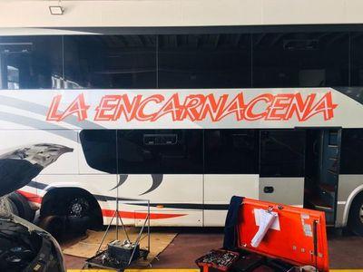 BUS PARAGUAYO VARADO EN ARGENTINA Y PASAJEROS ABANDONADOS A SU SUERTE