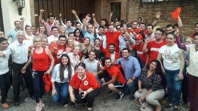 """Hurreros hacen fila para llevan """"apoyo incondicional"""" al """"patrón"""""""