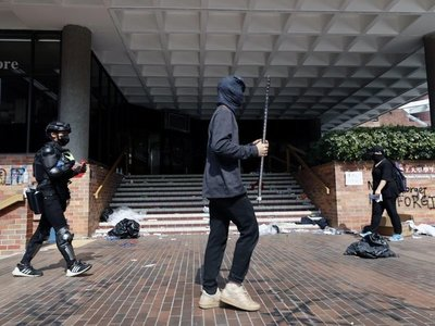 Estudiantes continúan amotinados en Universidad de Hong Kong