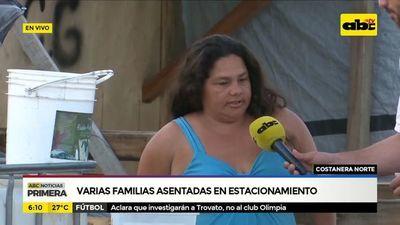 Varias familias asentadas en Costanera Norte