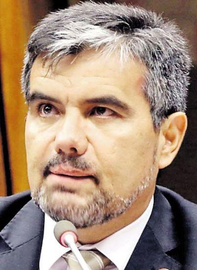 """""""Nuestros vecinos vienen a limpiar nuestra casa"""", dice diputado Acosta"""