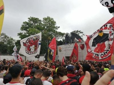 Flamengo viaja a Lima animado por miles de hinchas