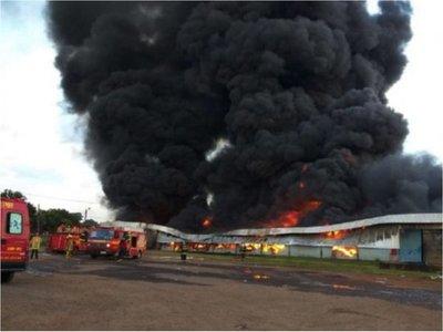 Vetusto helicóptero  cae en Pedro Juan y destruye parte de una fábrica