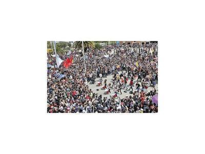 Colombianos reclaman cambios en masivas marchas contra Duque