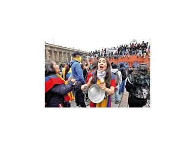 Decretan toque de quedaen la capital de Colombia
