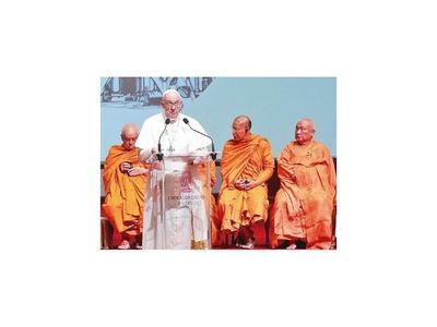 Reciben al Papa en la budista Tailandia  con gran sorpresa