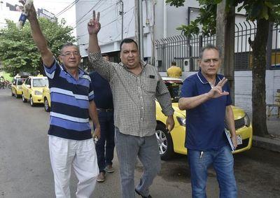 """Echaron a taxistas que denunciaron """"mafia"""" de paradas"""