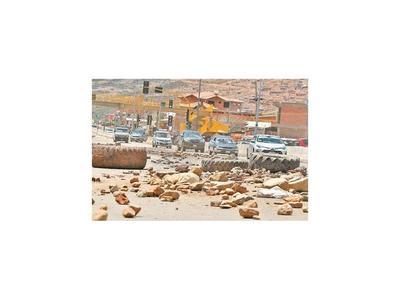 La Paz afronta escasez  de alimentos y acude a vía aérea