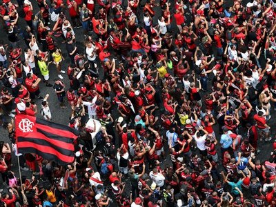 Flamengo se da un baño de masas y la mancha rojinegra toma Río