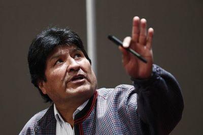 Morales puede volver a Bolivia, pero podría ser procesado, dice el Gobierno