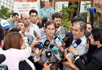 Luis Lacalle Pou encabeza comicios pero debe esperar recuento de votos