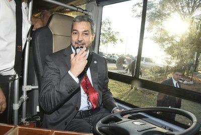 Colectivero por minutos: Marito inaugura nuevos buses eléctricos