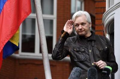 Assange podría morir en prisión si no recibe atención médica, dicen doctores