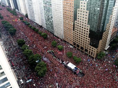 Hinchas de Flamengo invaden las calles de Río de Janeiro