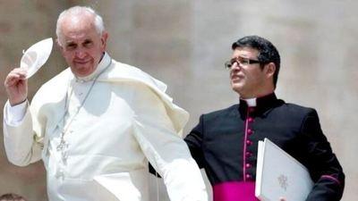 Nuevo sacudón en el Vaticano: deja su cargo el secretario privado del Papa