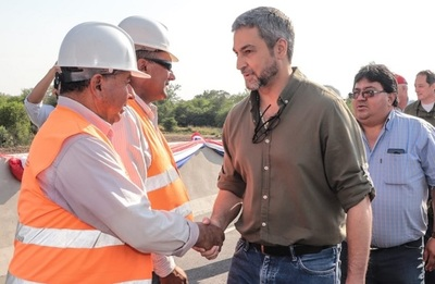 Abdo Benítez resalta obras en salud e infraestructura