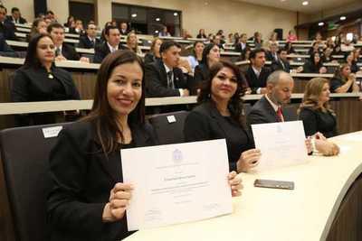Docentes becarios de Becal recibieron certificados por culminación de estudios