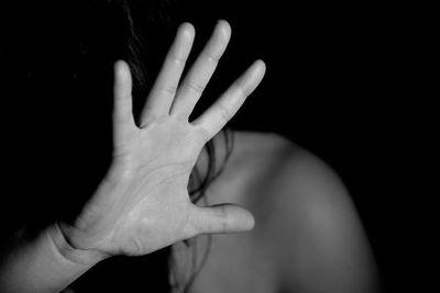 Campaña busca visibilizar el vínculo entre mujer, violencia y VIH