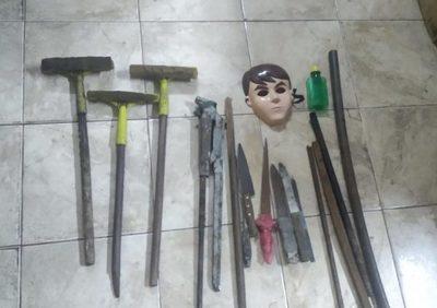 Policía incauta armas en inmediaciones de la Seccional Colorada Nº 1 de CDE