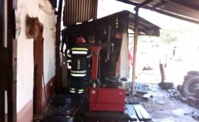Una Gomeria ardió en llamas durante esta mañana