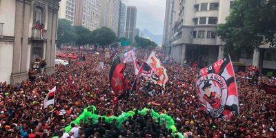 Flamengo se da un baño de masas y la mancha rojinegra toma el centro de Río