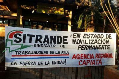 Inicia huelga general en la ANDE por un incremento salarial