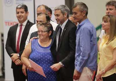 Gobierno regulariza inmuebles de 500 familias de Central, Cordillera y San Pedro