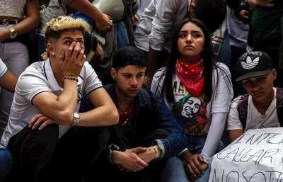 La muerte de un joven víctima de la violencia policial en una protesta conmociona a Colombia