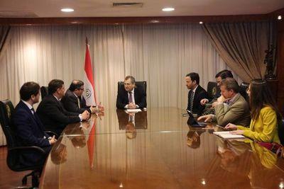 Titular de la Corte se reúne con consultores internacionales