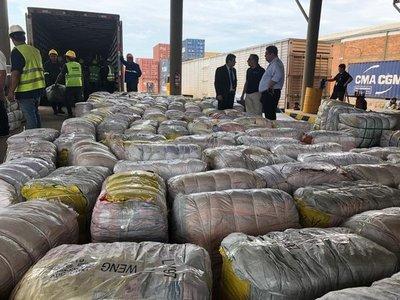 Caen tres contenedores llenos de mercaderías de contrabando