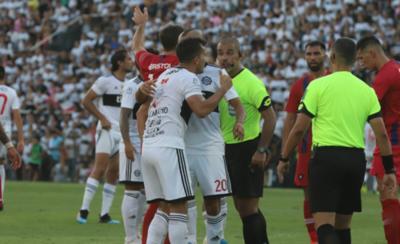 HOY / Néstor Camacho, suspendido por dos jornadas