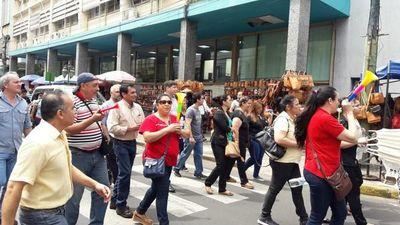 Protesta de funcionarios de Hacienda genera caos en el centro