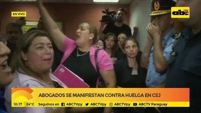 Abogados se manifiestan contra huelga en CSJ