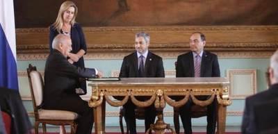 Alfredo Ratti Jaeggli juró como nuevo embajador ante el Vaticano