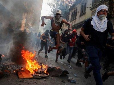 El desgaste policial tras 40 días de protestas y violencia en Chile