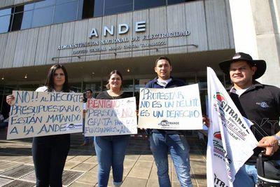 Senado aprueba aumento salarial para funcionarios de la ANDE