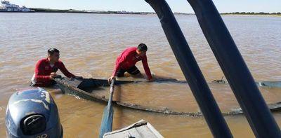 Canoero, desaparecido tras ser atropellado por convoy de barcazas