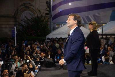 Candidato oficialista reconoce victoria de opositor de centroderecha en Uruguay