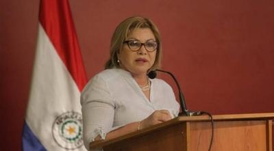 HOY / Mujer contra mujer: ministra obtiene orden judicial para que escrachadoras no se le acerquen