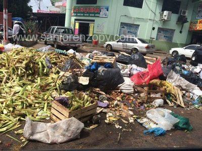 Fin de año: Prohibido limpieza de maíz en adyacencias del mercado