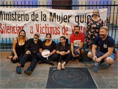 Ministra de la Mujer logra orden de alejamiento contra víctimas de violencia