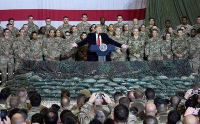 Trump visita por sorpresa Afganistán y anuncia  diálogo con los talibanes