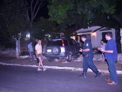 Intentó arrollar a un vecino por reclamarle que estacionó en su vereda