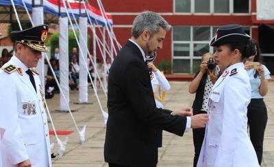 HOY / Mejor egresada de la Policía Nacional destacó la igualdad de derechos dentro de la institución