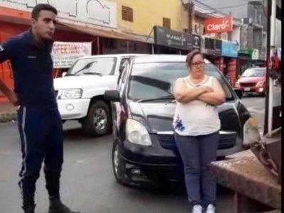 Doña golpeó a zorro que puso cepo a su vehículo