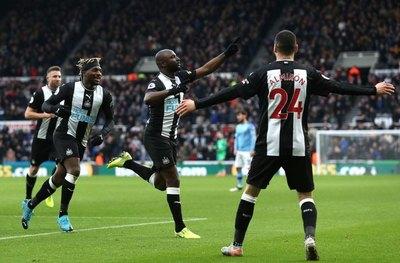 Almirón, destacado en el empate Newcastle ante el Manchester City