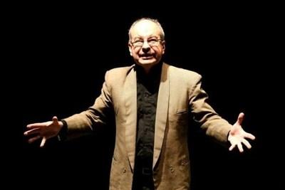 "Carlos Benegas vuelve al teatro con ""Bendita Comunicación"""