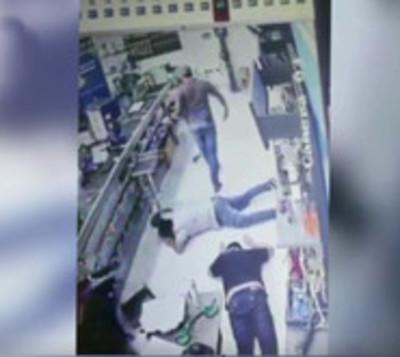 Violento asalto a ferretería en Luque